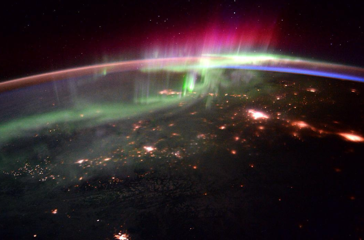 """Credit: Instagram @stationcdrkelly - """"Good morning aurora and the Pacific Northwest!"""""""